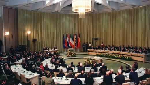 E intanto il Senato approva il trattato di Maastricht